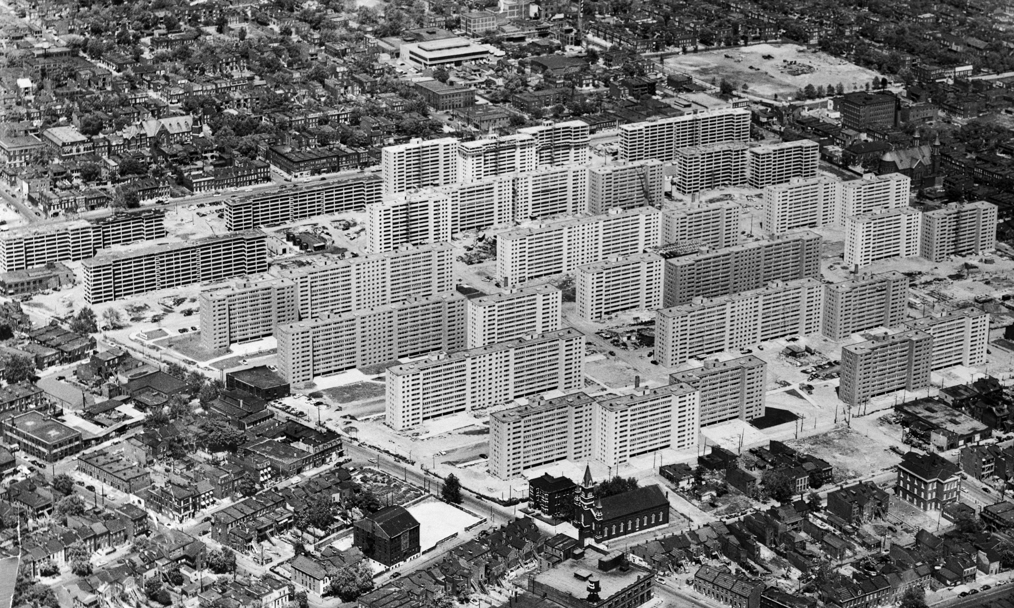 1956, St. Louis, Missouri, USA --- Original caption: 1956 aerial view of the massive Pruitt-Igoe housing project in St. Louis. Minoru Yamasaki, architect. --- Image by © Bettmann/CORBIS
