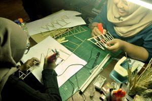 Maket struktur: simulasi kekuatan rangka bambu